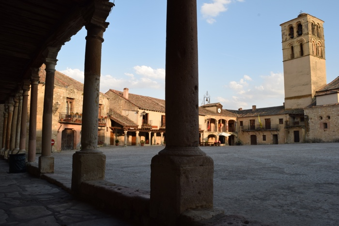 The medieval plaza of Pedraza is longing to tell stories about its pasts.