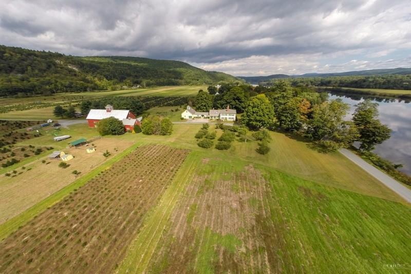 Christmas-Tree-Farm-Farmhouse-in-Vermont-For-Sale-3-e1449499908733.jpg