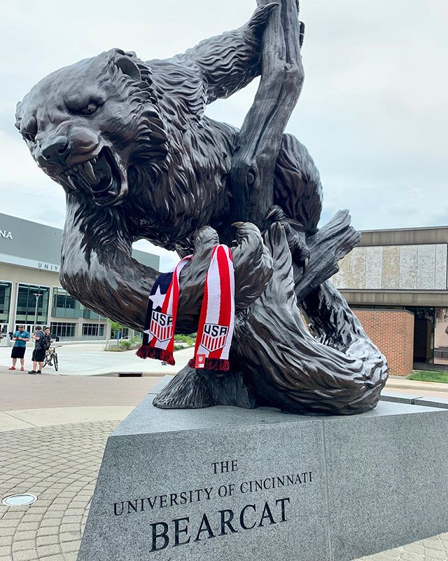@uofcincy The Big O and @the_cincy_bearcat will be waiting for a 📸 before the @usmnt @ussoccer match against #venezuela on Sunday at Nippert Stadium! ⚽️ 🐾 ⚽️ #cincyusa #cincinnati #queencityscenes #universityofcincinnati #bearcats #gobearcats #oscarrobertson #tripledouble #igerscincinnati #cincishooters #summerincincy #usmnt #ussoccer #soccer #futbol #soccertime #soccertraining #cincyusasports