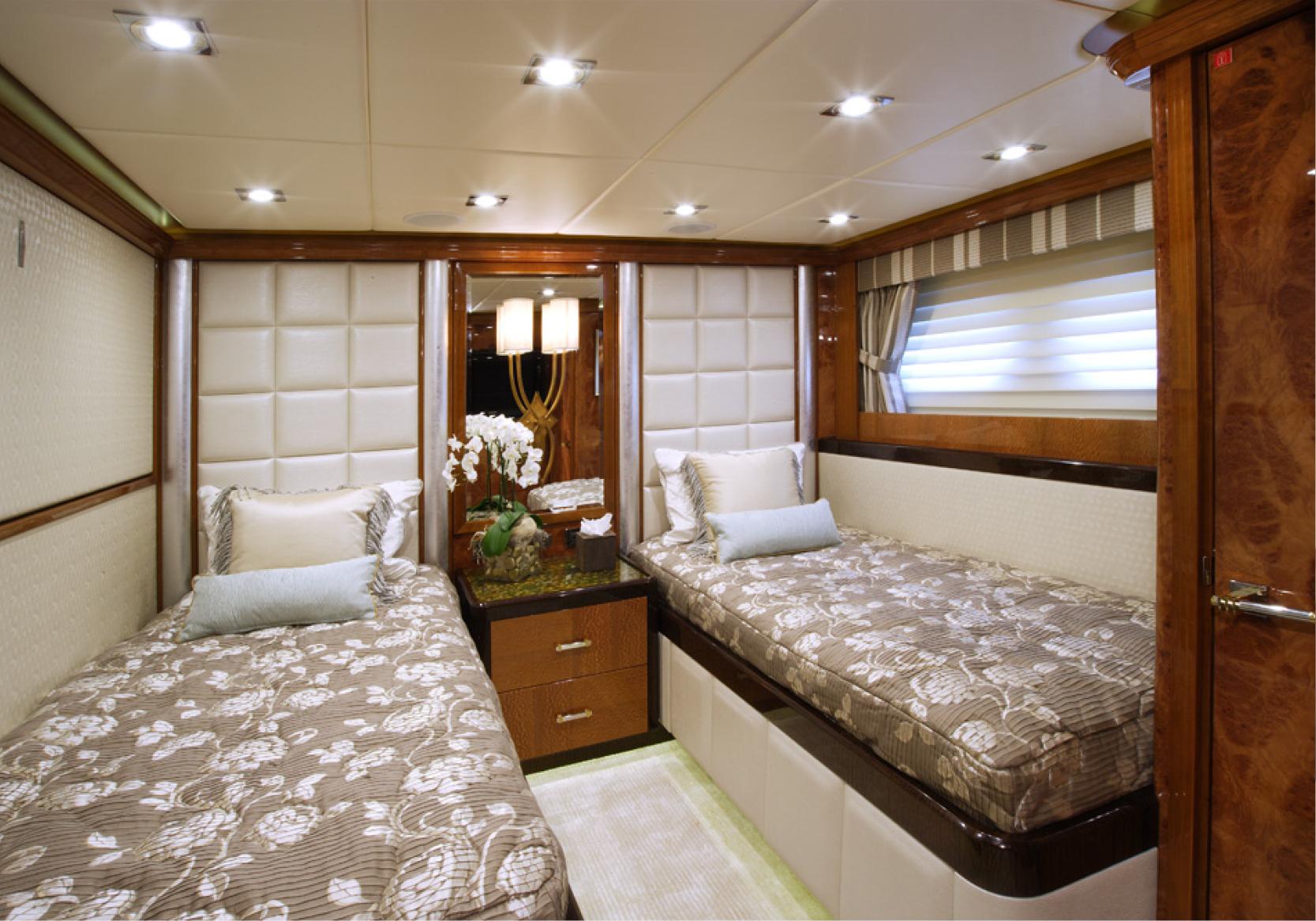Karen-Lynn-Interior-Design-Yacht-Falcon-27.jpg