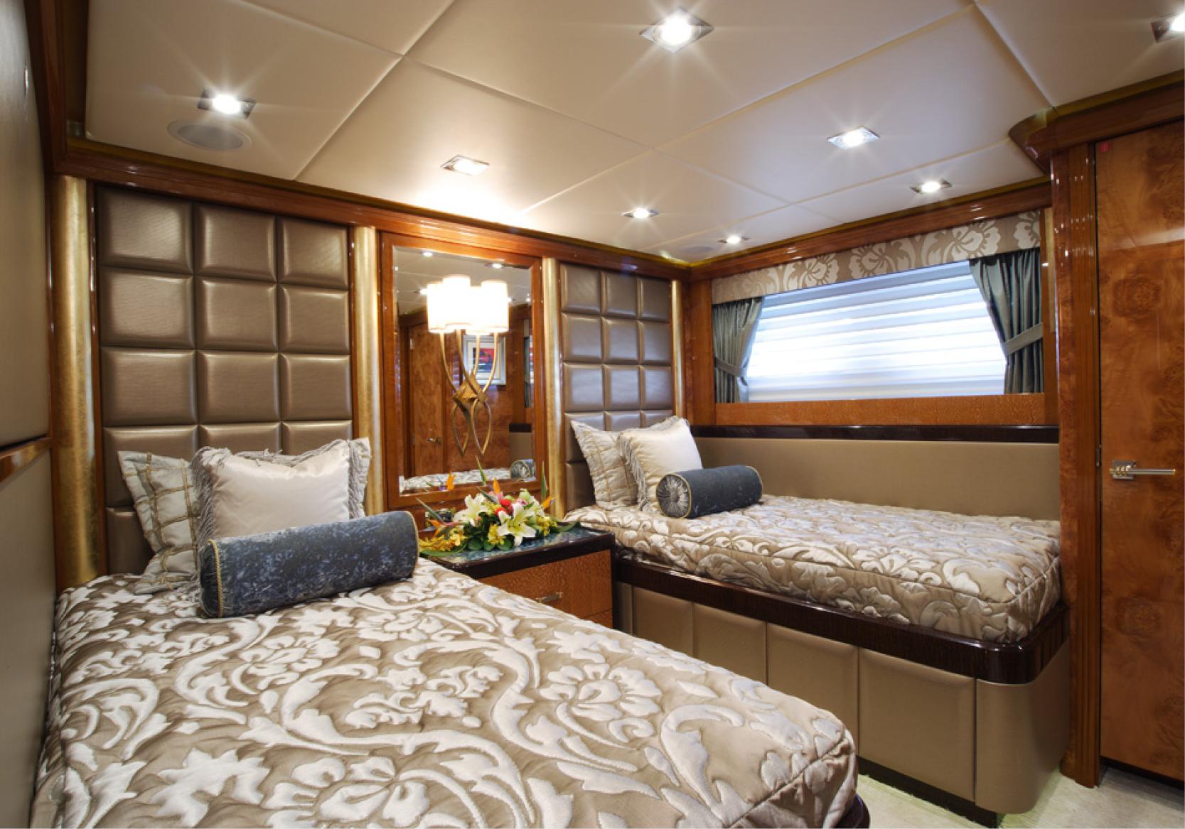 Karen-Lynn-Interior-Design-Yacht-Falcon-31.jpg
