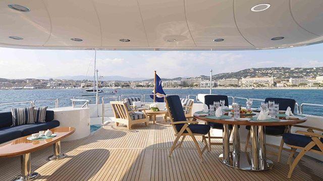 Bespoke and well appointed sundeck onboard M/Y Enchantress cruising Greece after her refit @karenlynn_yachtinteriordesign #yachtdesigner #yachtrefit #yachtcharter #charteryacht #yachtdesign #yachting #megayacht #yachtinteriordesign #yachtbuilder #yachtbroker #yachtcaptain #yacht #yachtlifestyle #superyacht #greece