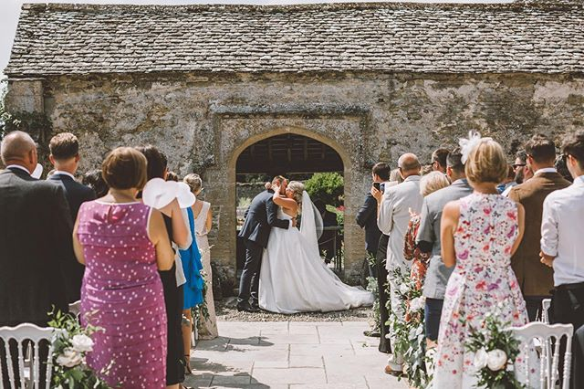 First kiss as husband and wife 💕 . . . . . . #cotswoldswedding #cotswoldweddingphotographer #caswellhouse #caswellhousewedding #bohoweddings #outdoorwedding #loveauthentic #realwedding #filmpallette #makemoments #cotswolds #weddingseason #caswellhouse #justmarried #weddinginspiration #creatives #ukwedding #vermanphotography #bridestobe #weddingdress #elegantwedding #greenweddingshoes #stylemepretty #weddinginspo #shesaidyes #loveauthentic #theknot