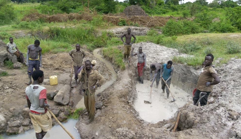 Aguroi community  constructing their water source.jpg