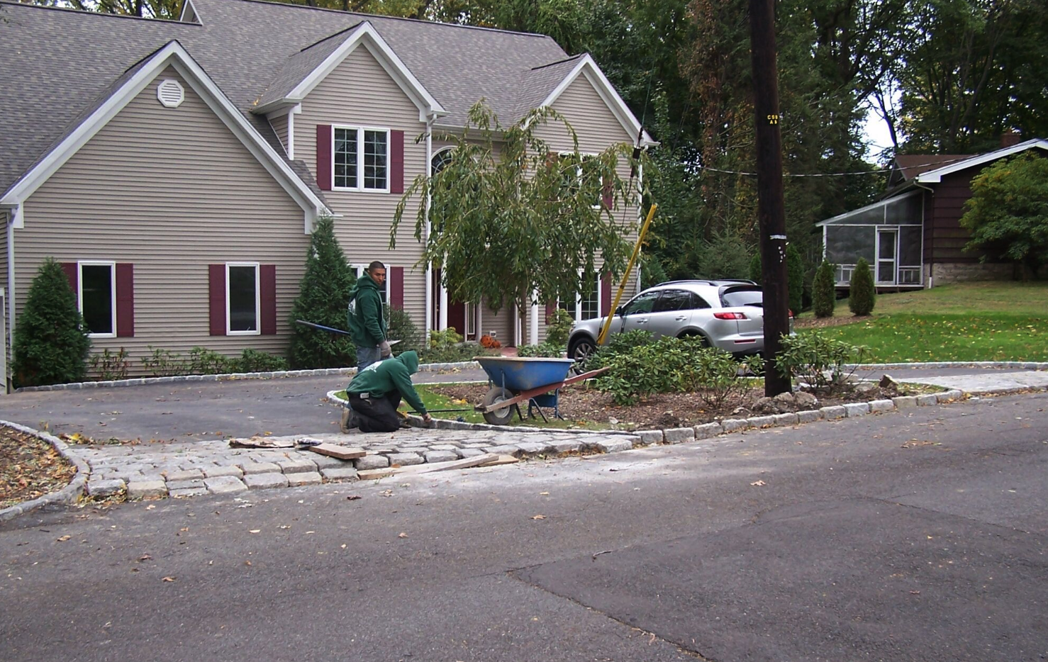 Westchester County, NY driveway with pavers