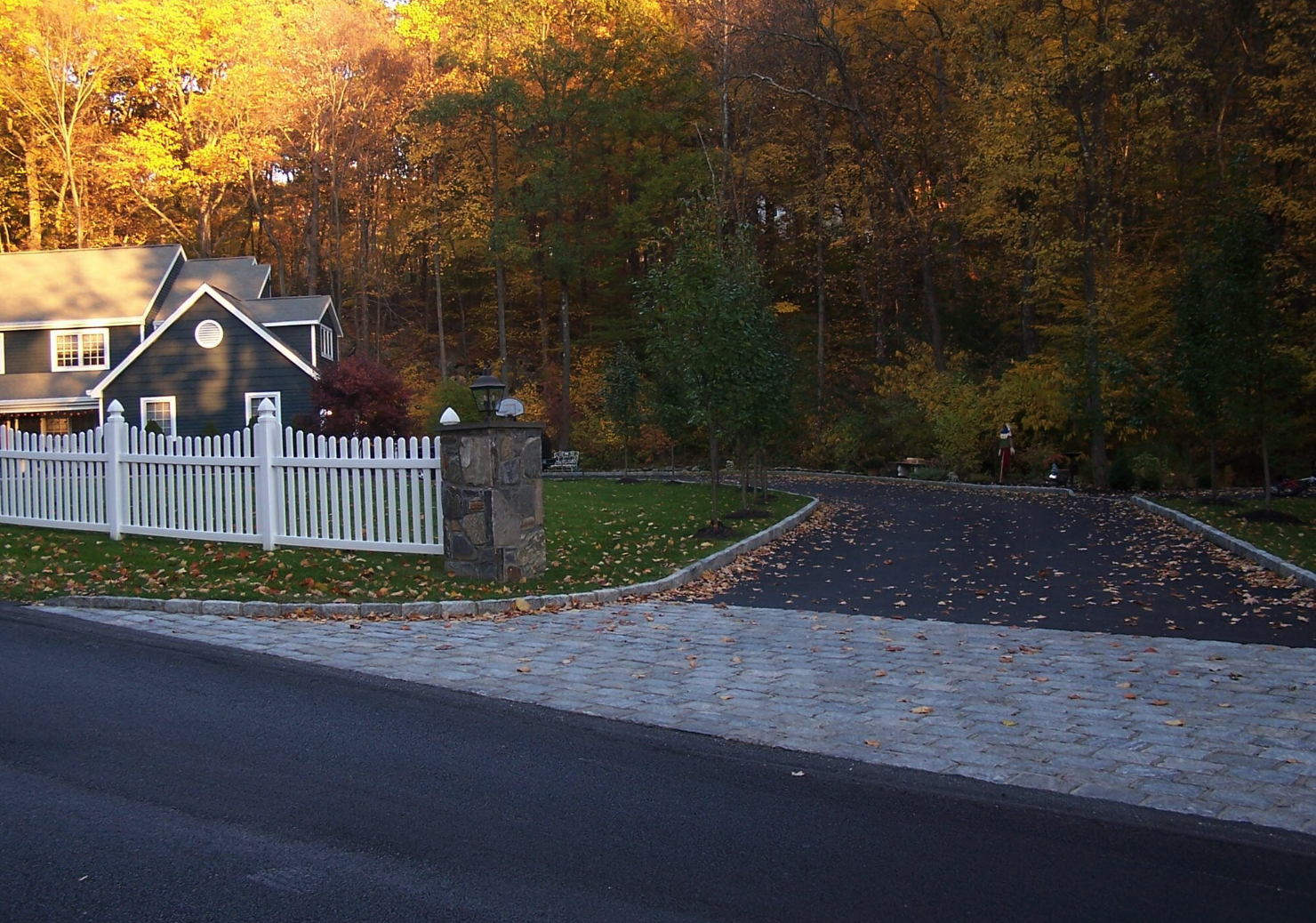 Westchester County, NY skirt driveway with pavers