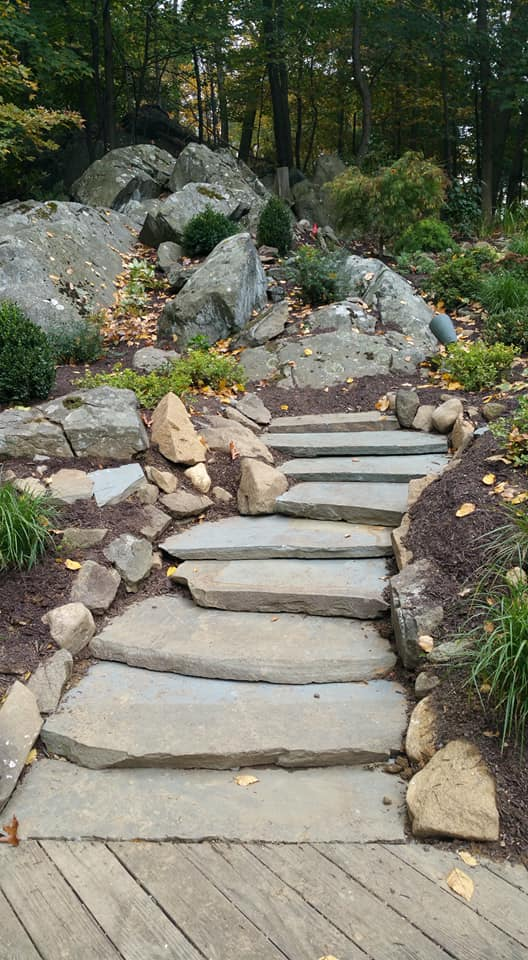Natural stone steps in Cortlandt Manor, NY