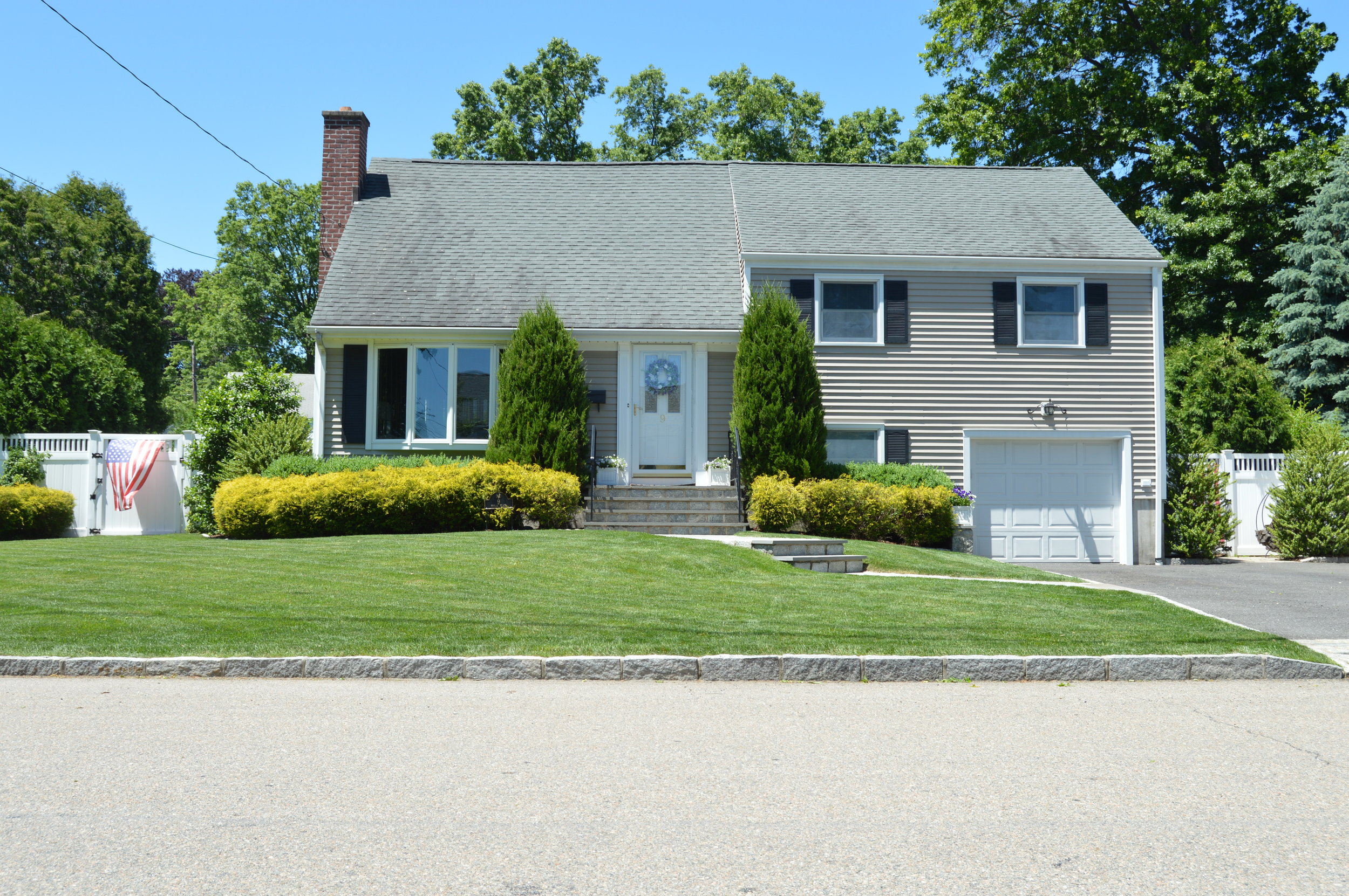 5 Summer Landscaping Ideas for Improving Your Front Entrance in Yorktown Heights, NY