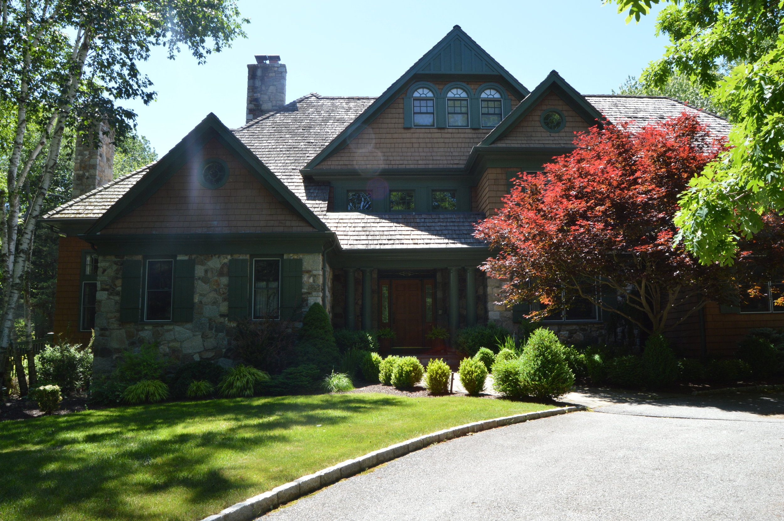 How Professional Property Maintenance Can Help You Sell Your Peekskill, NY, Home Faster