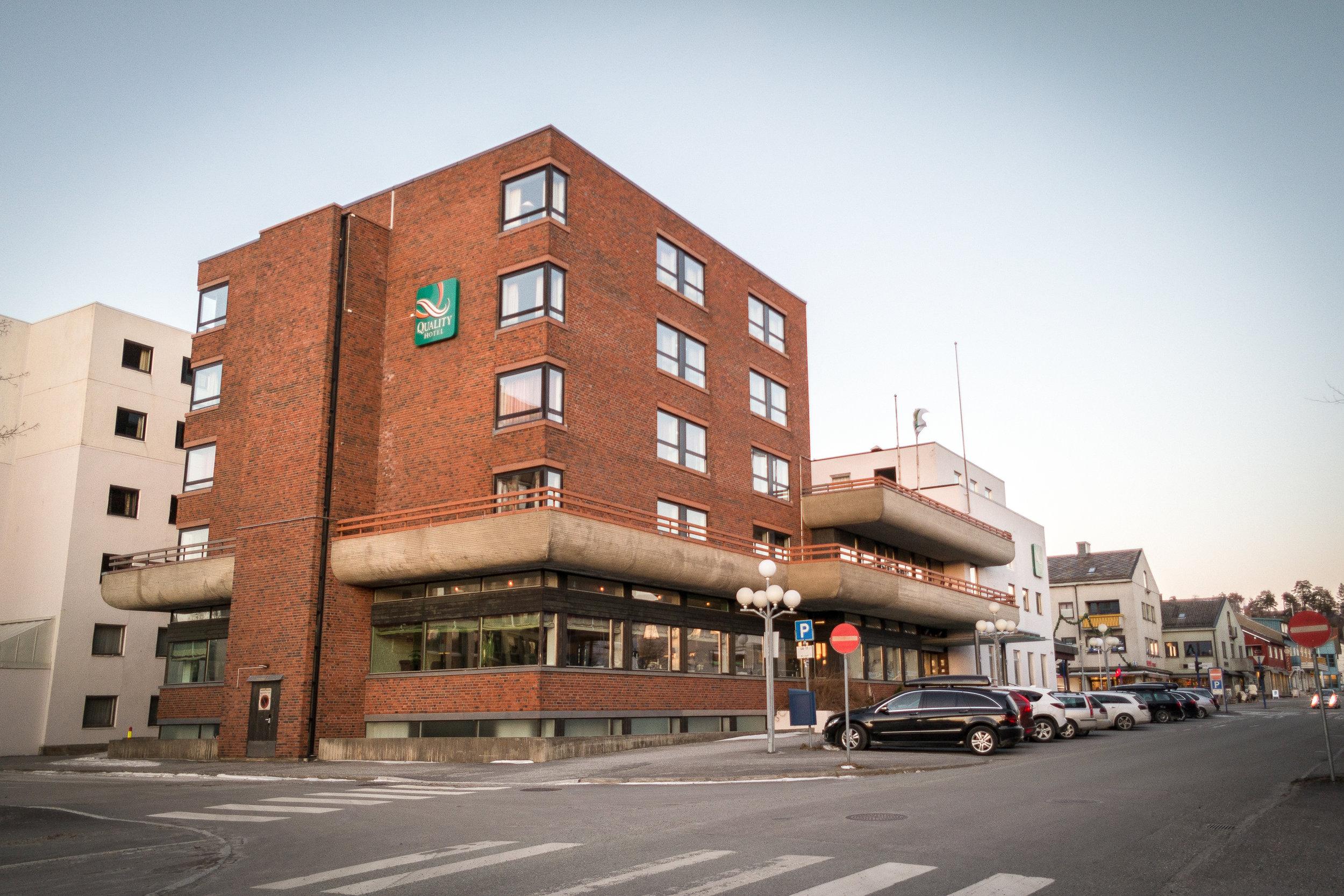 Quality Hotel Grand, Steinkjer   Med sin sentrale beliggenhet i Nord-Trøndelag er Quality Hotel Grand Steinkjer det naturlige valget for en konferanse i fylkeshovedstaden. Vi hjelper deg å gjennomføre små og store møter og konferanser i lyse og luftige lokaler.