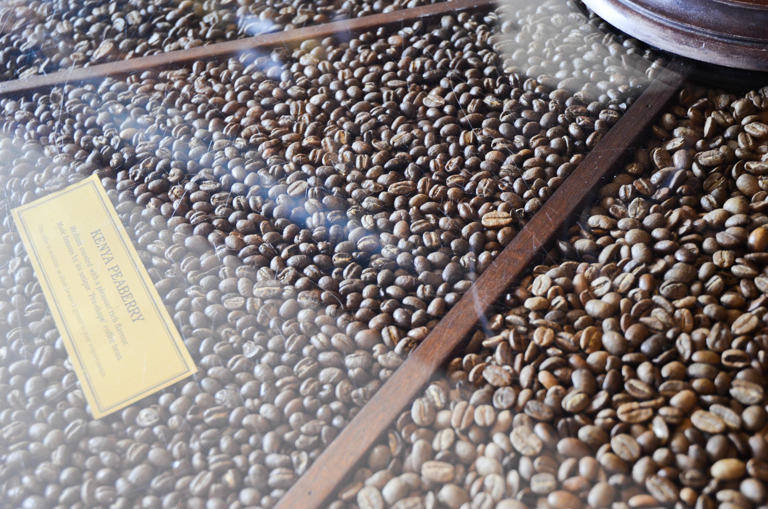 coffee-table_14335909960_o.jpg