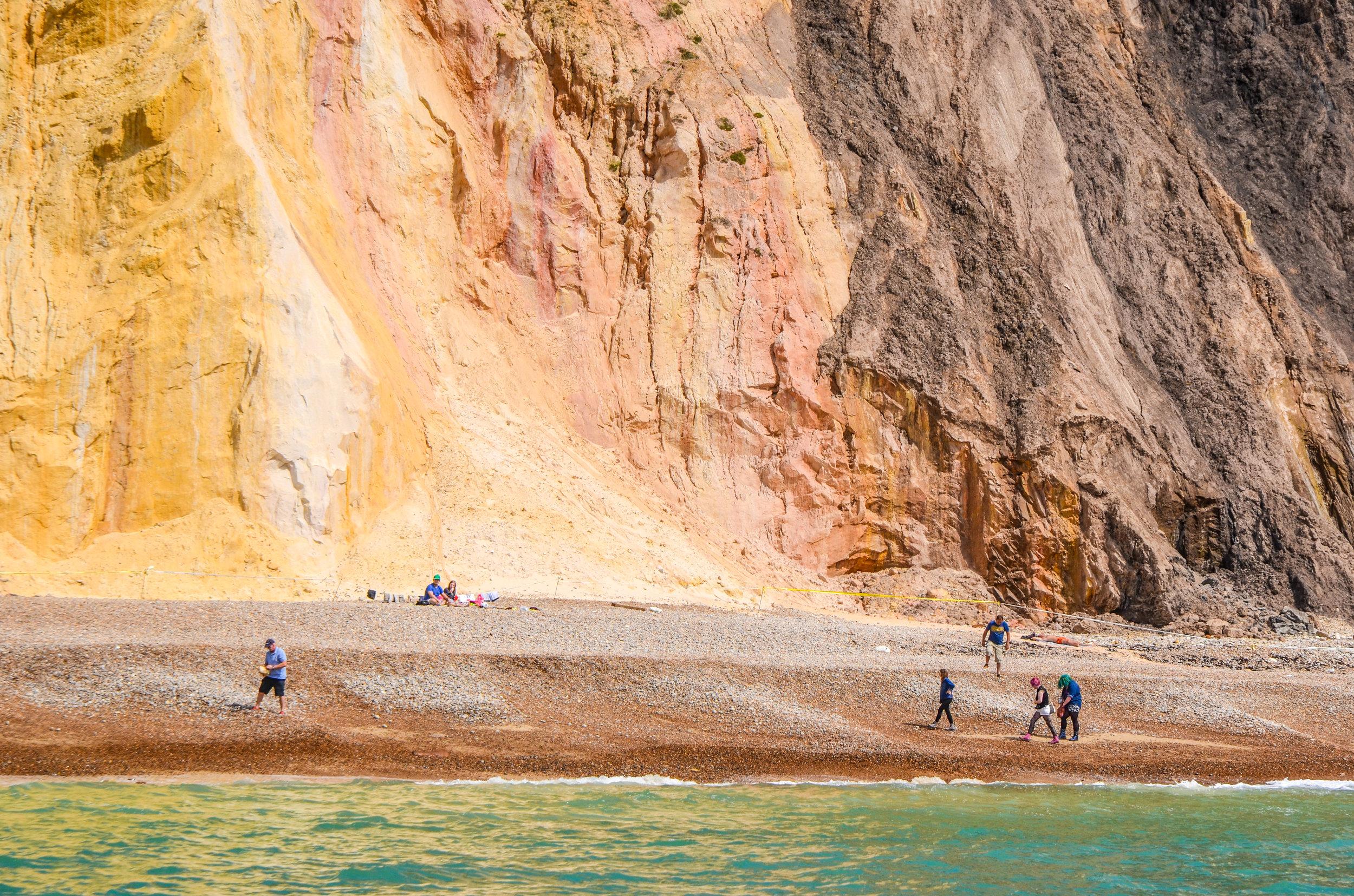 coloured-sands-of-alum-bay_14335958270_o.jpg