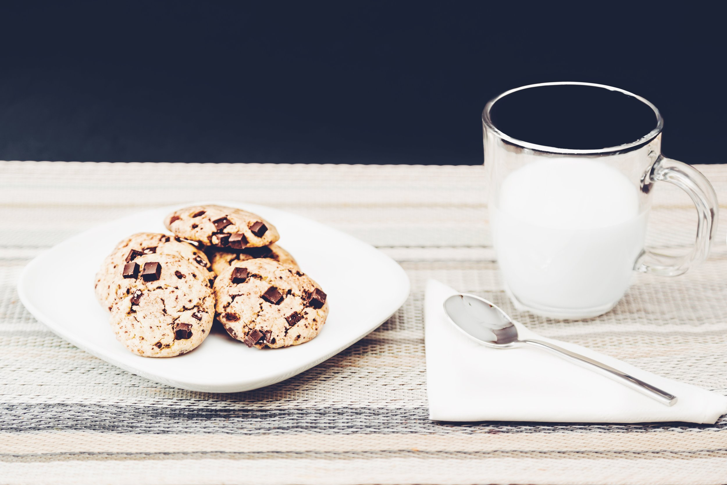 breakfast-chocolate-cookies-890575.jpg