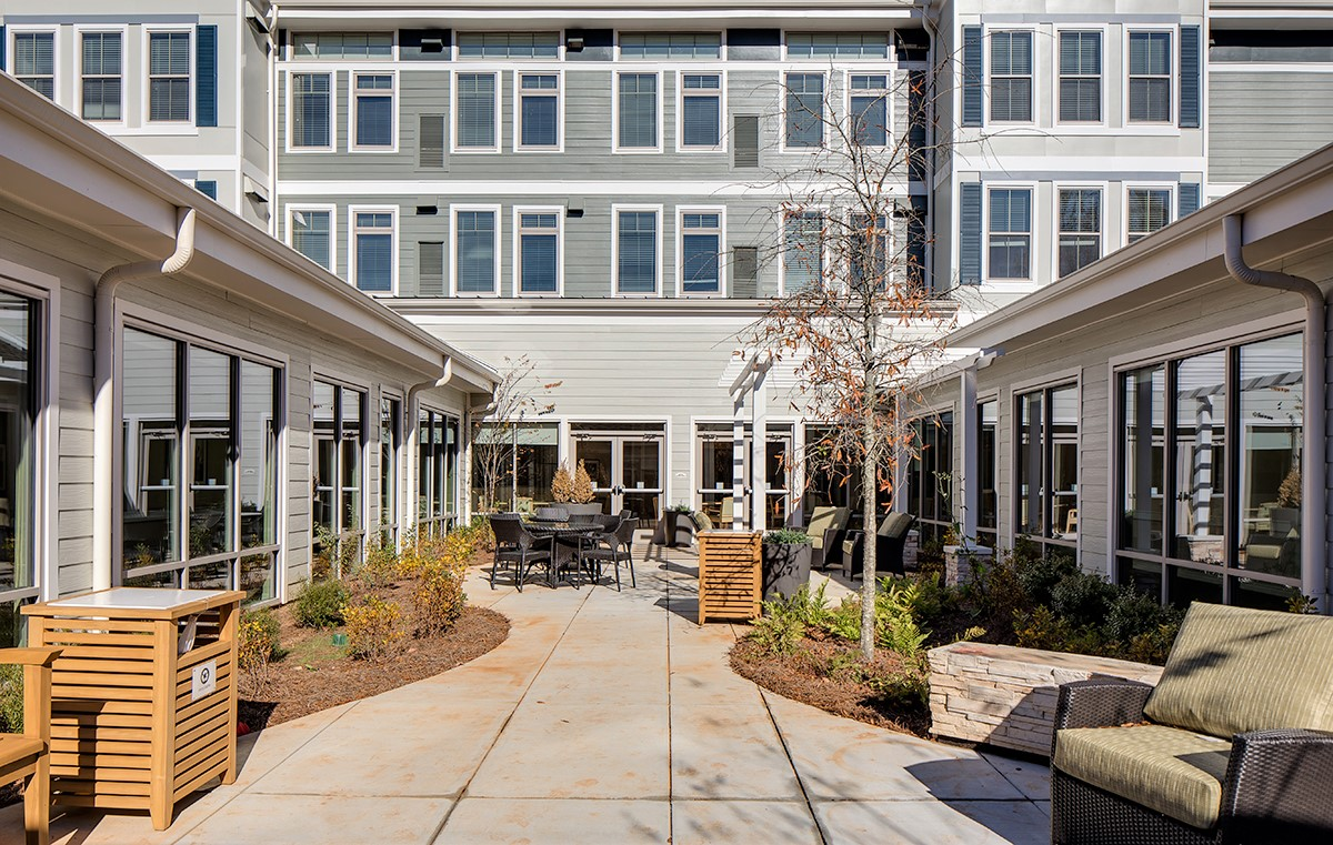 Memory Care courtyard with outdoor seating.