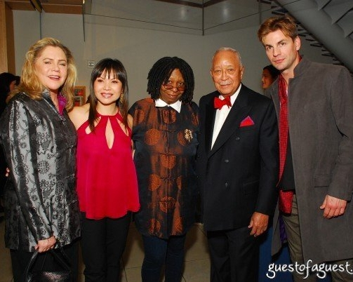 With Kathleen Turner, Whoopi Goldberg, Mayor David Dinkins & Gale Harold at The New York Premiere of   Falling for Grace