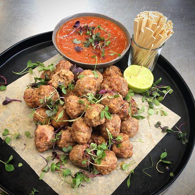 #meatballs ❤️ #passedappetizer #comfortfood #partyfood #lacatering #losangeleswedding#laevents #malibuparty #losangelescatering