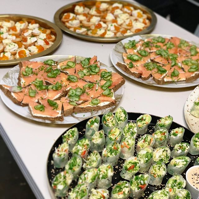 Summer rolls! Smoked salmon tartines! Brie and truffled apricot crostini! Is it lunchtime yet?! . . #partyfood #passedappetizers #lacatering #losangelescatering #chefcordelia #losangelesparties #maliboulake #eventpros #socalfood #socalcatering #friyay #partyvibes #foodieforever