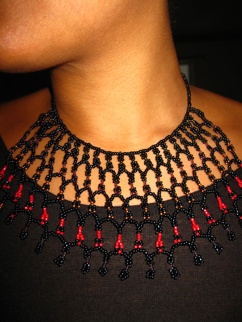 black-tradition-bib-ta-meu-bem-jewelry_17021301286_o.jpg