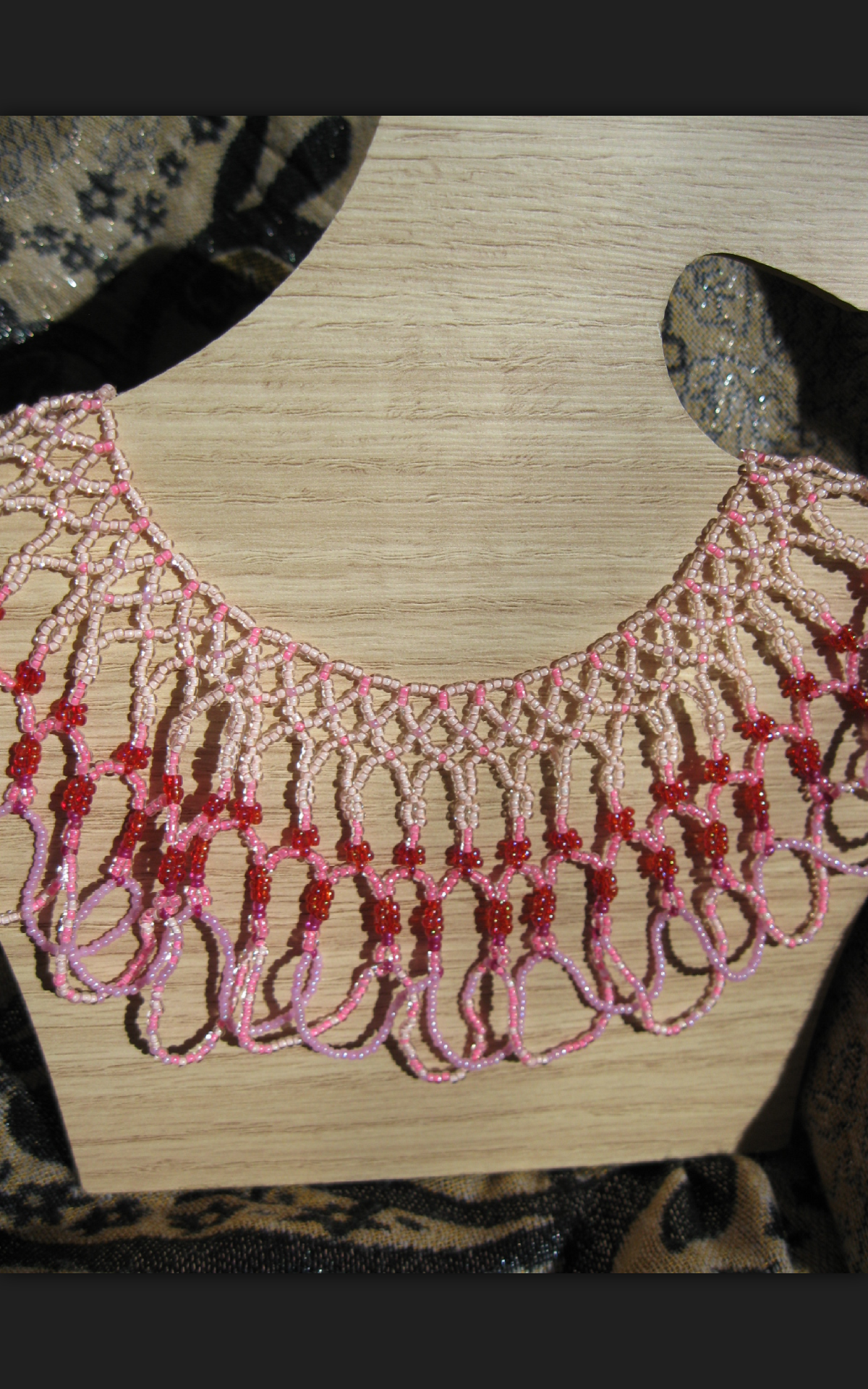 pretty-in-pink-seed-beads-necklace-ta-meu-bem_16859528208_o.png