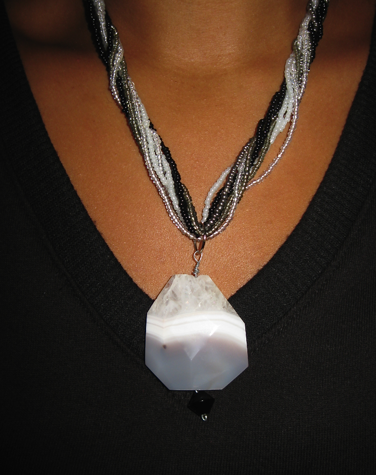 womanly-elegance-agate-necklace_17047314745_o.png