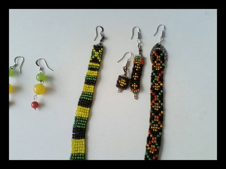 hand-woven-earrings-by-ta-meu-bem_16861322060_o.jpg