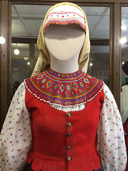 Costume_Lviv12+Lemko+beadwork.jpg