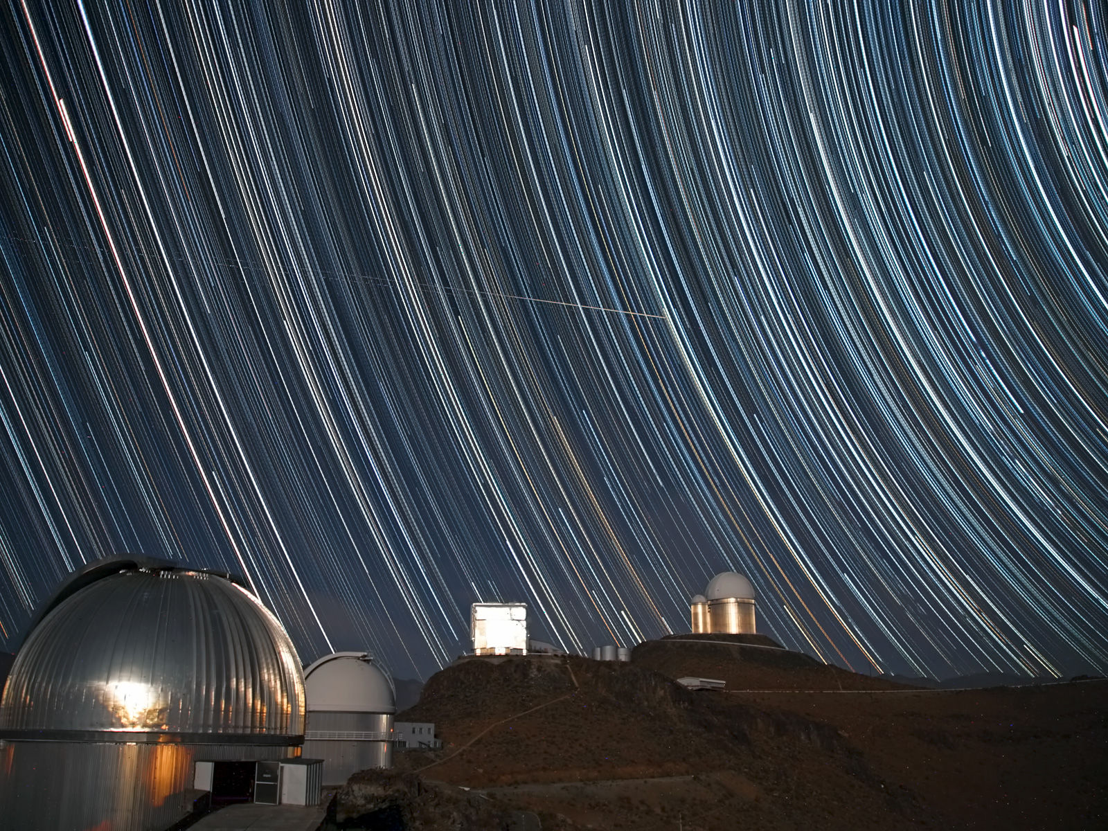 swirling-starscape-over-la-silla-1600.jpg