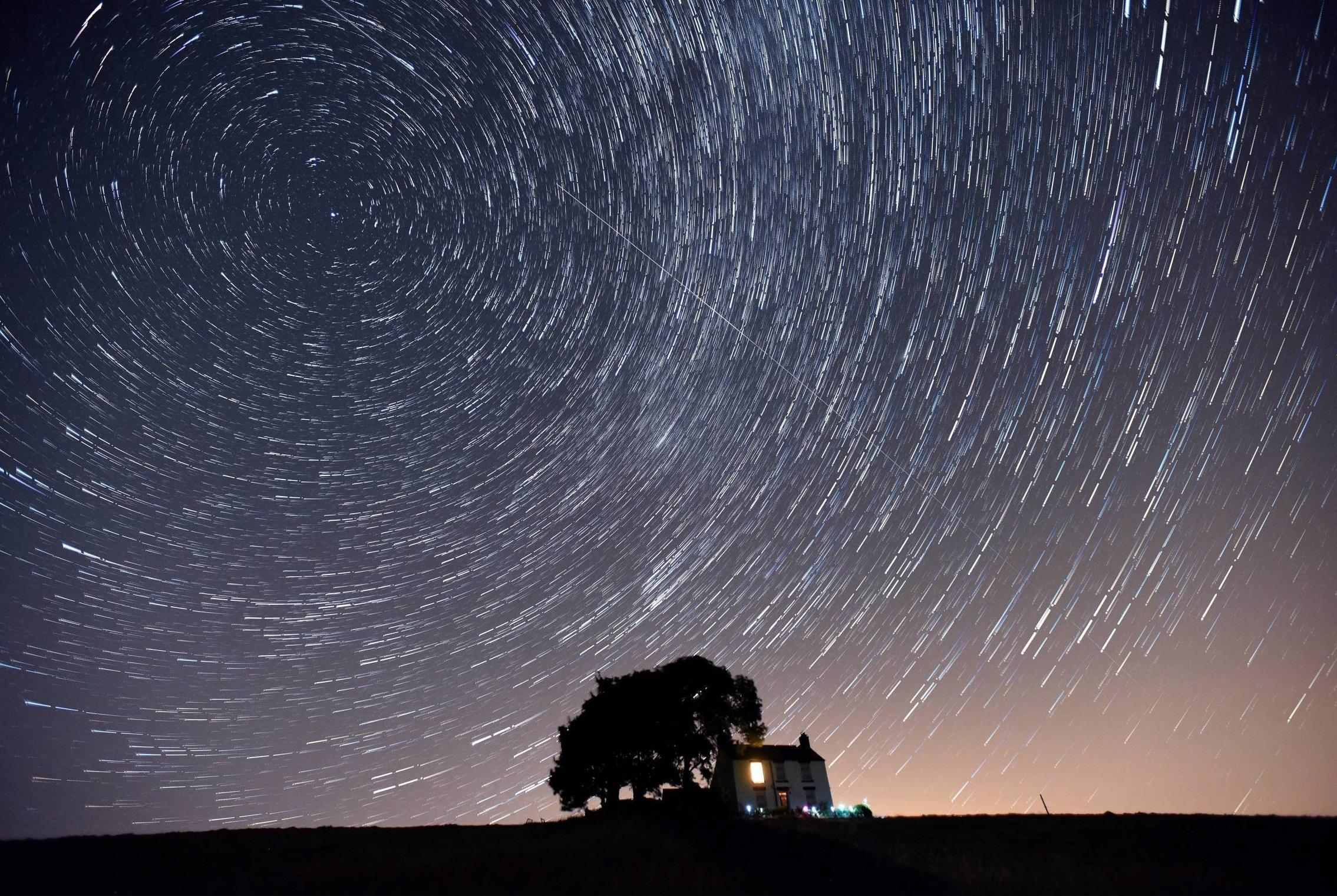 housestarswirl.jpg