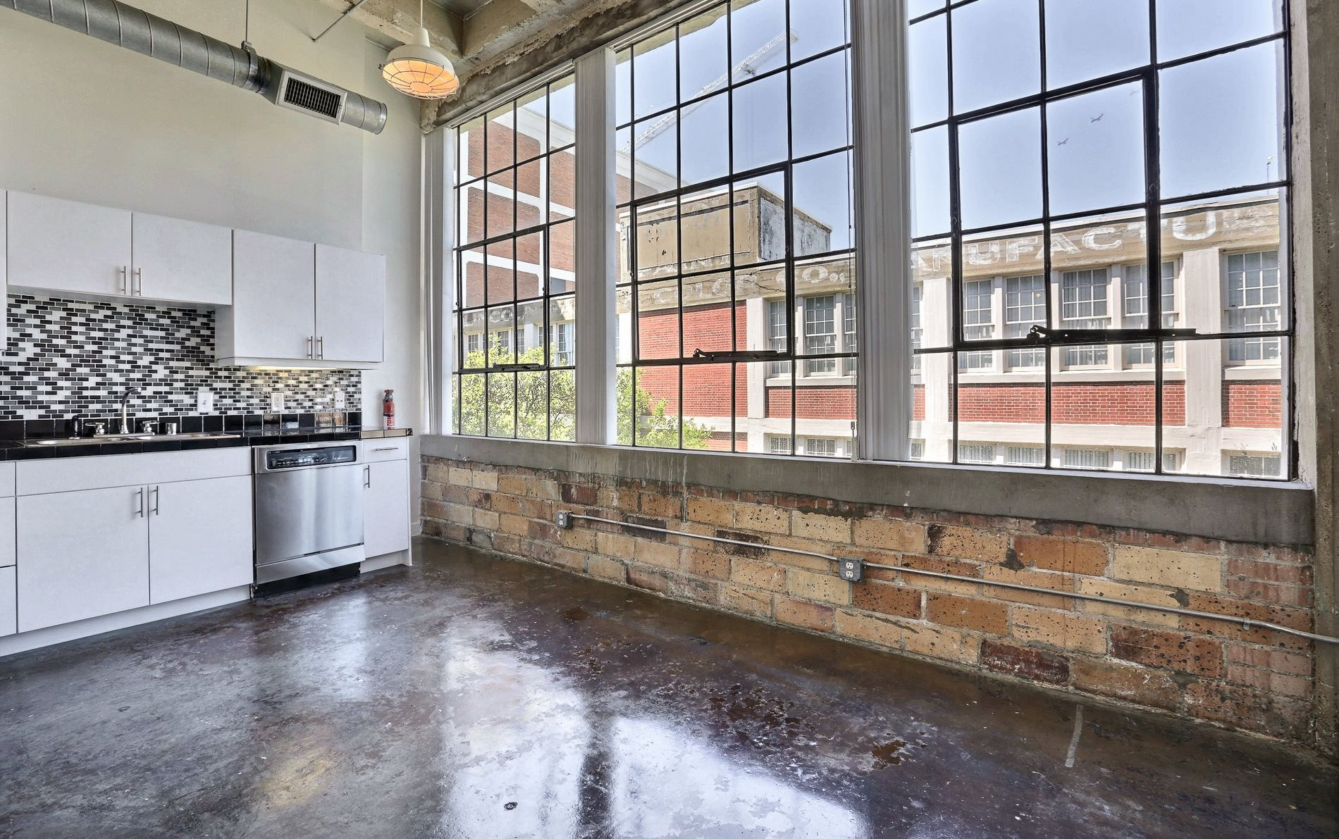 Dallas Lofts - Here is your Dallas loft guide! Deep Ellum Lofts, Downtown Dallas Lofts, Uptown Lofts, Bishop Arts Lofts, and more!