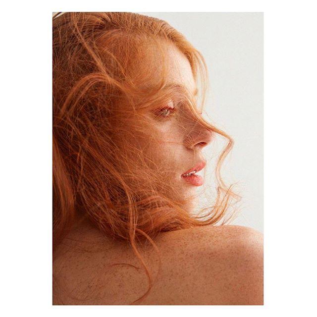 @modmagazine #photographer @Rocio_Segura_Photography / #stylist @alexandergarstyle / #hair #isaacdavidson/ @kerastase_official #makeup @yuuivision / #model @clarecirillo @musemodelsnyc / #wearing @sfizio_official / Shot at @monaliza.studios /