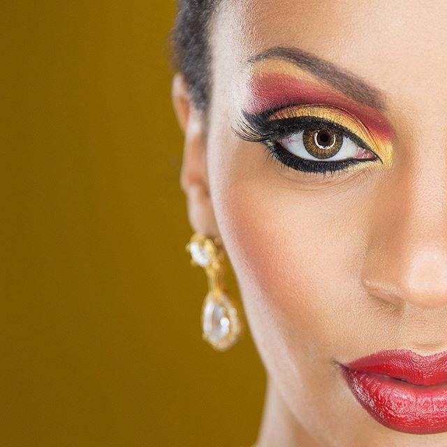Some can't handle the heat! 🔥❤️ = SWIPE   Photographer @derrelhoshingportraits  Model & Makeup @neesheahoshing . #torontomuah #torontomua #torontostylist #makeup #creativity #creativelooks #makeupinstructor #portfolio #proartist #promua #fierce #queen