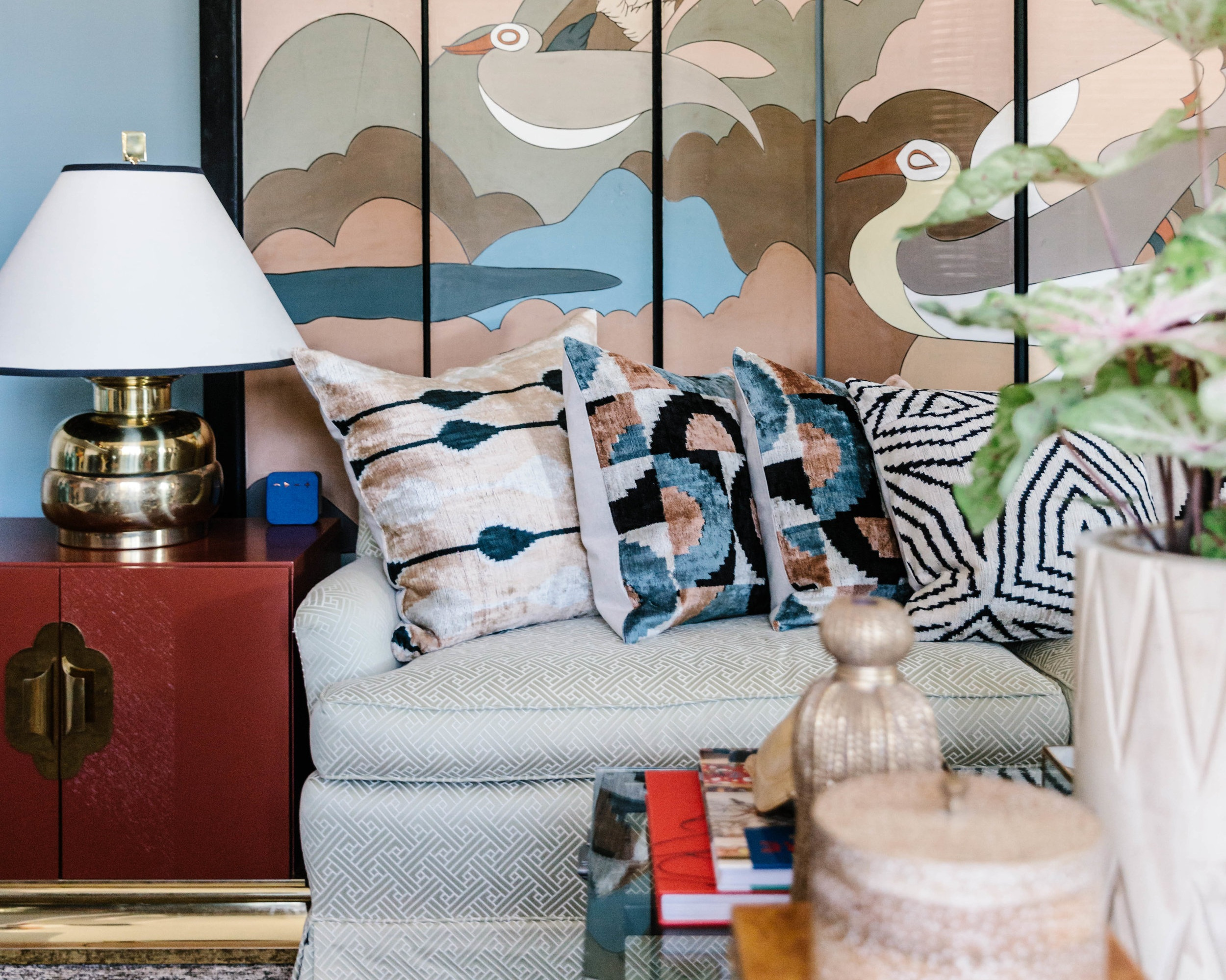 Minority Owned Vintage Home Decor Boutique Opens in Charlotte, NC - A true tastemaker and design maven, Ariene Bethea, opened her new shop in the Oakhurst neighborhood of Charlotte, NC. Her shop, Dressing Room Interiors, is located in a gray mid-century house with a coral door.