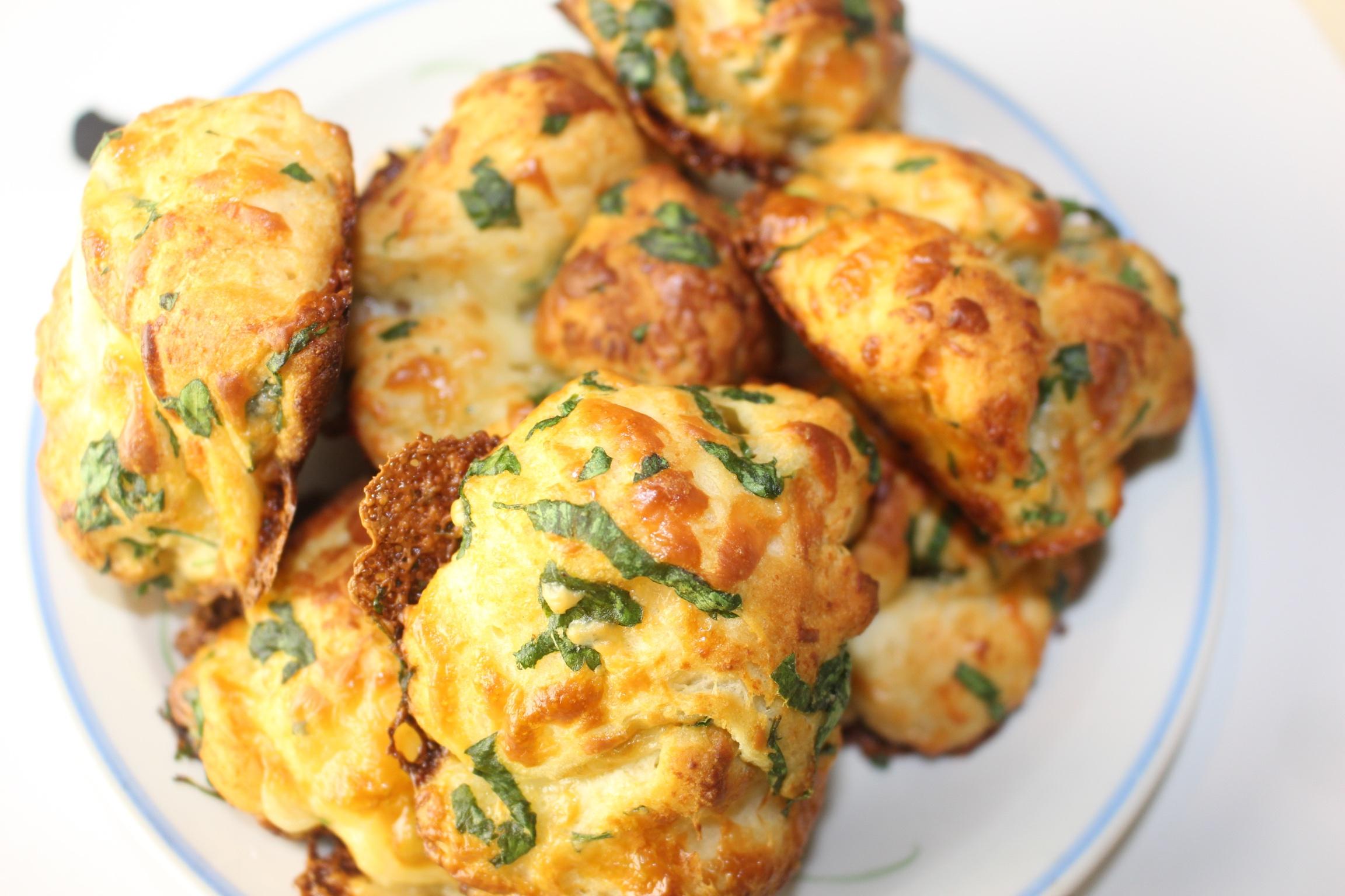 Cheesy Garlic Pull Apart Biscuits