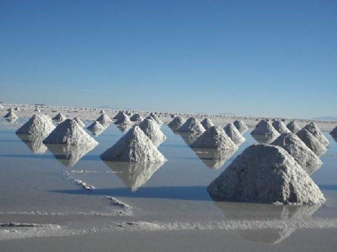 Salar_de_Uyuni_Salt_Domes_t658.jpg