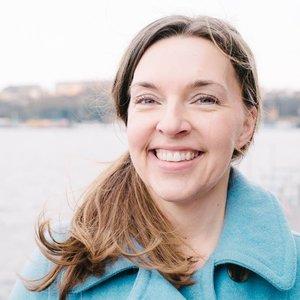 """Alexandra Berg   Viktigt för mig: Tillit, utmana, äkta  Jag engagerar mig för att det vi upplever på ALV är """"viktigt på riktigt"""" - att lyssna inåt och utvecklas, tillsammans!"""