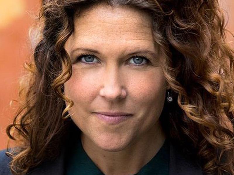 Anna Lindman - Dagens moderator Anna Lindman är journalist och programledare på SVT