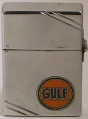 This Zippo with a Gulf Oil metallique logo and square case with lines is a very early 1935-36 major brand advertiser. The hinge is on the outside like all Zippos made until 1936