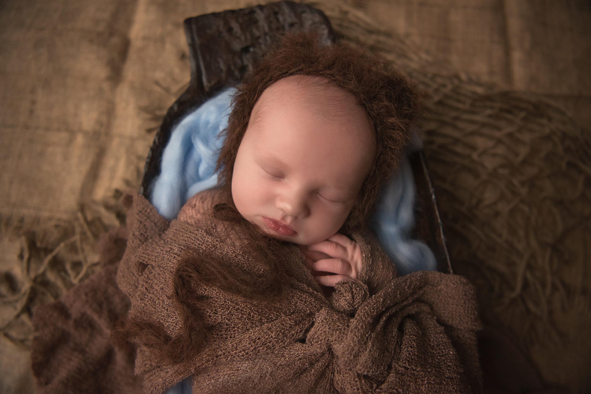 charlie_newborn_bwcrop (1 of 1).jpg