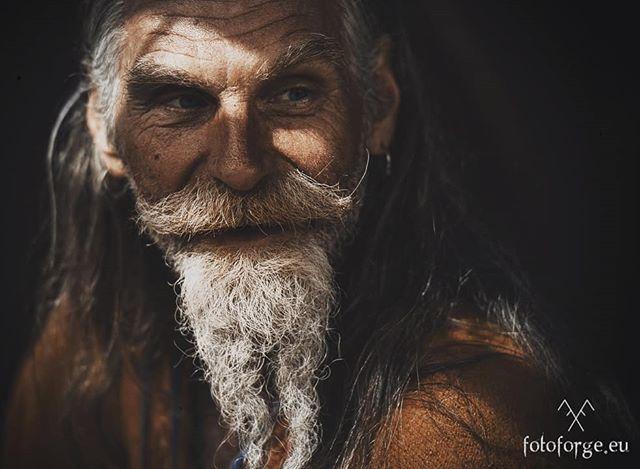 #nikonphotography #nikond600 #livinghistory #reenactment #10thcentury #vikings #vikingage #beardlife #medieval #warrior #beard #helmet #foto_forge #@foto_forge