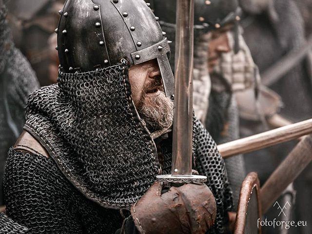 #nikond600 #nikonphotography #reenactment #viking #vikingage #warrior #war #wet #helmet #shield #combat #vikings #medievaltimes #livinghistory #rain #burgfestneustadtglewe #foto_forge
