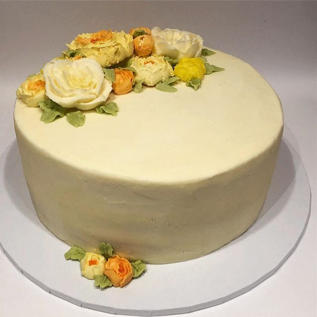 #lemon#drizzle#buttercream #birthday #flowers#roses#peonies#handmade#yellows#cake#lemoncurd#munchpopsuk #cakesofinstagram#instabaker #instabakery #cakeoftheday