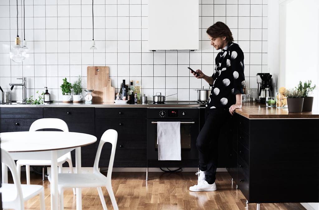 Designer Henrik in Ikea kitchen