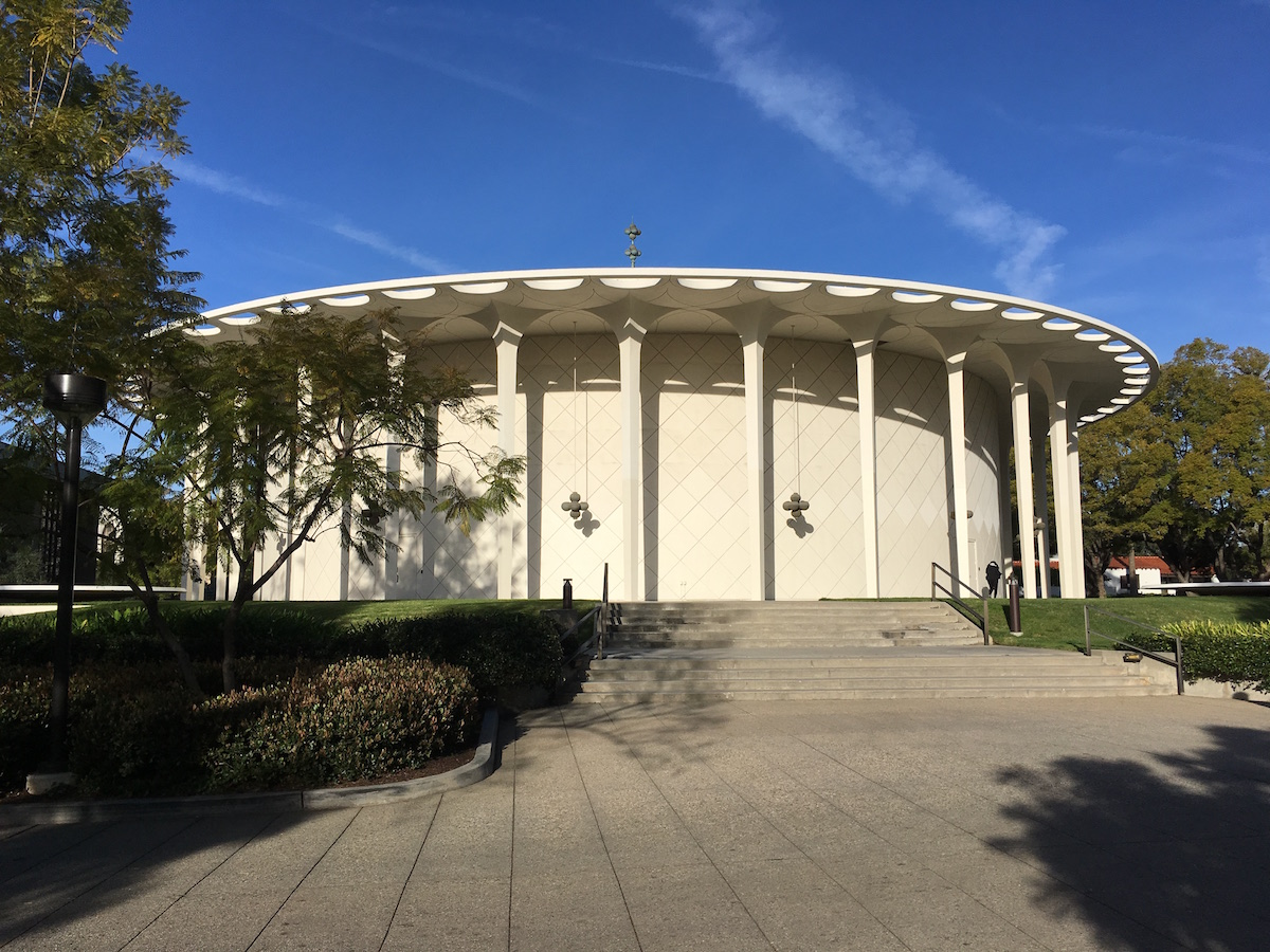 beckman-auditorium-cal-tech.JPG