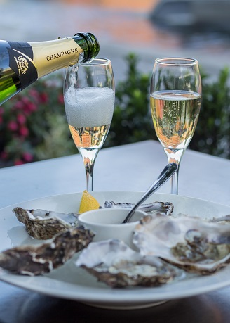 Smith's Bar and Grill - a la carte - oysters and champagne.jpg