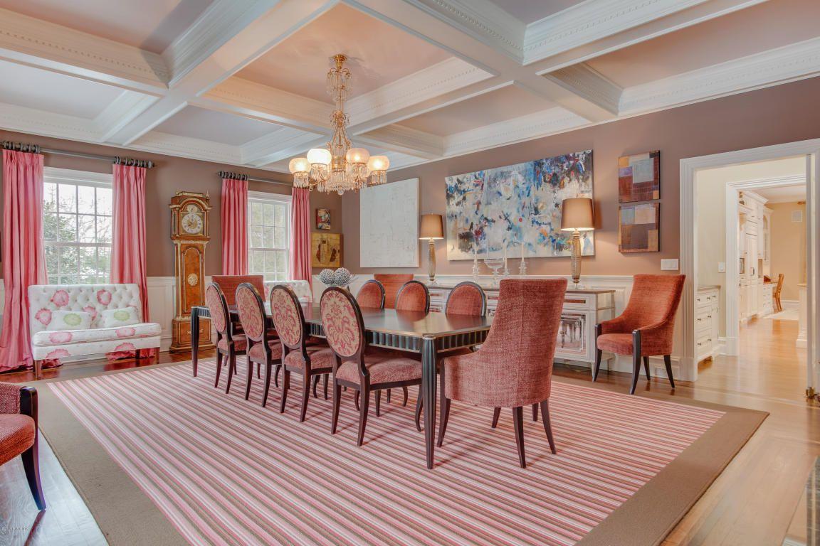 dinig room.jpg