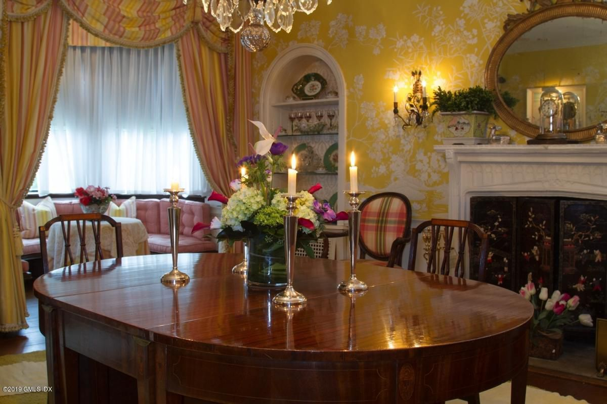 Perfect dining room for the young family