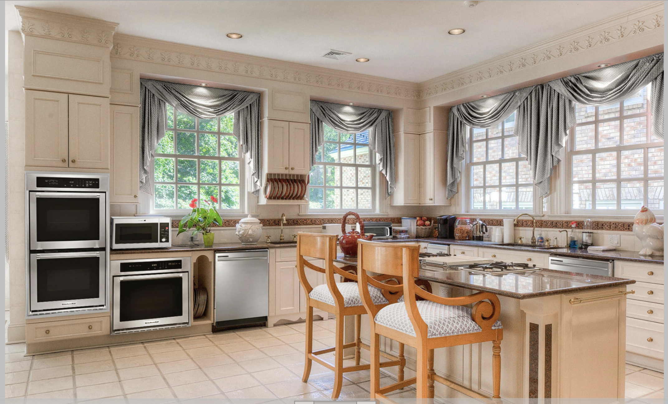 It's easy to see why the current listing doesn't show the kitchen