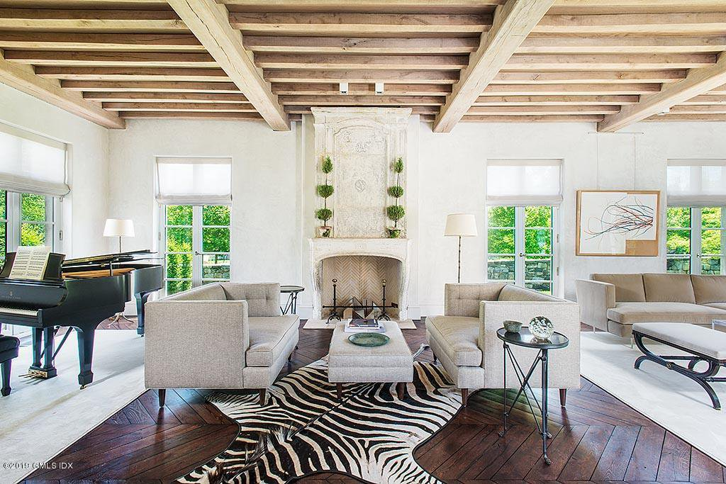 Some villa in Provence is missing its zebra