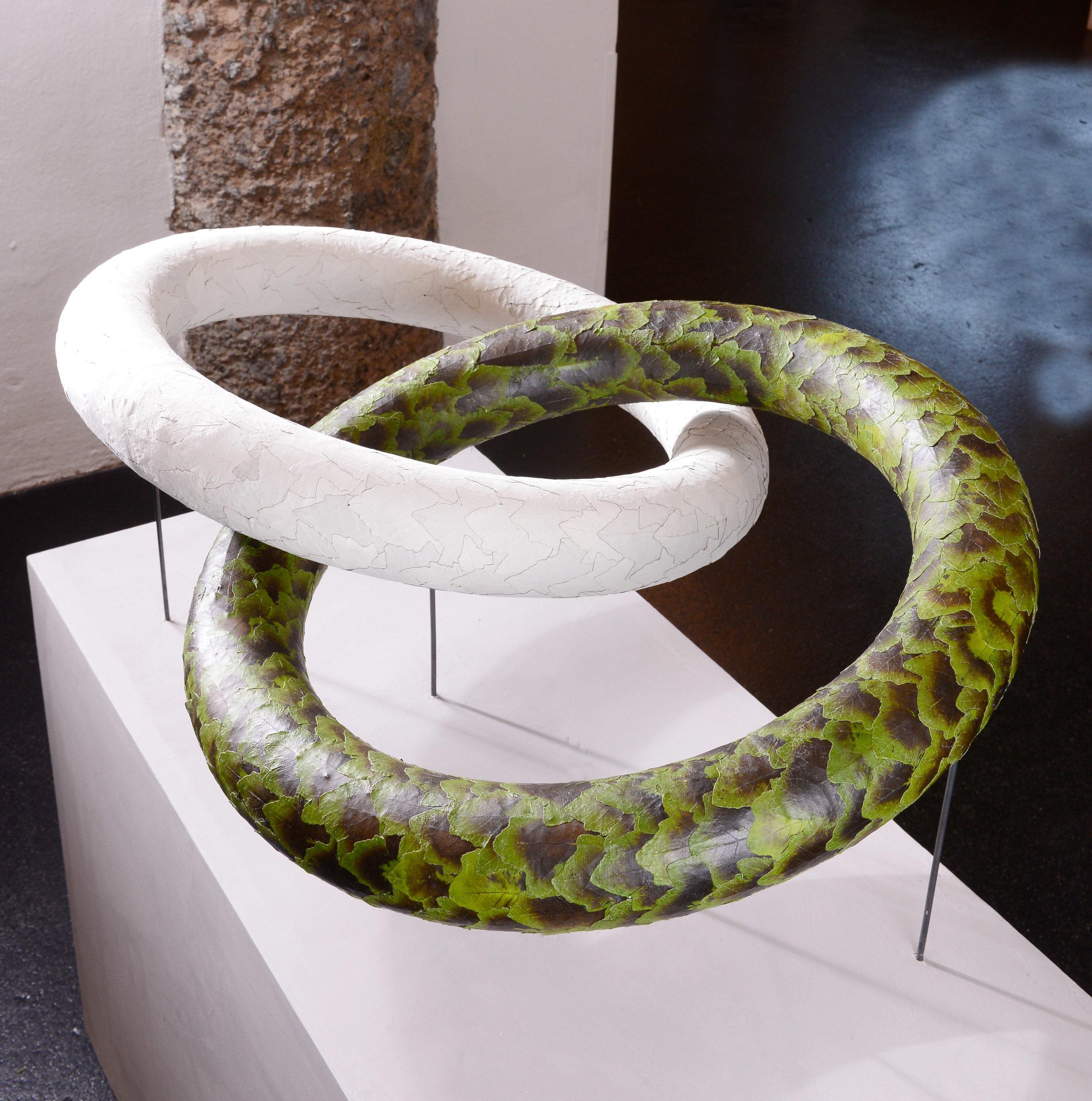 Perfektion total strebte Rita Stobbe aus Deutschland an. Es war zentral für sie, dass die Botschaft der beiden ineinander verschlungenen Ringformen klar zum Tragen kommen kann.