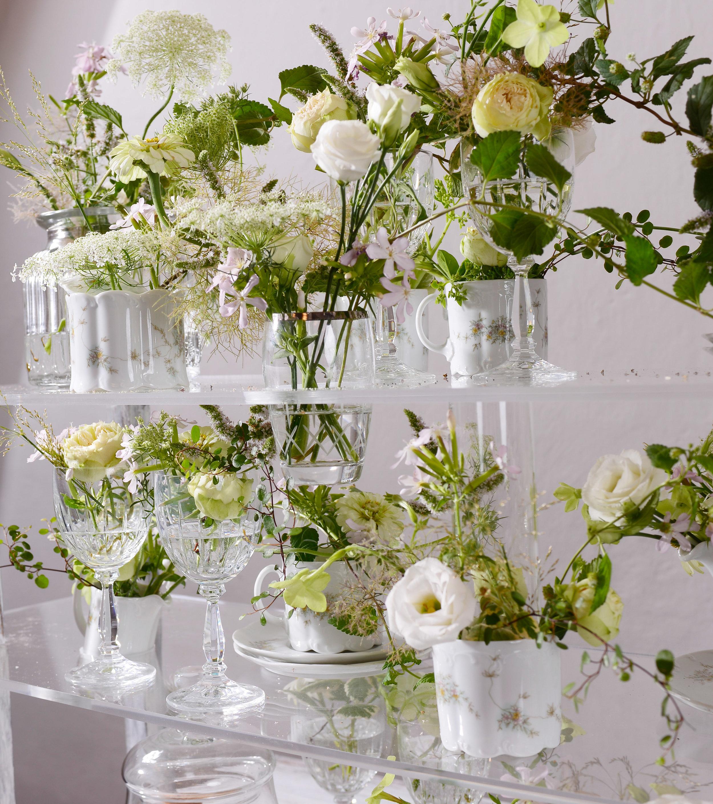 Im Tischschmuck von Yvonne Birkenbeul aus Graz/A durften sich die Blüten und Grünteile unbedarft und locker verhalten, ganz so als hätten sie die Gestaltung selbst vollzogen.